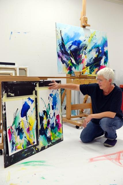 Annemiek Punt in haar schildersatelier.