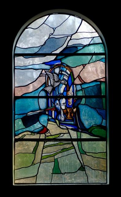 """Gebrandschilderd glas-in-loodraam met g=het thema: 'De ark van Noach"""""""