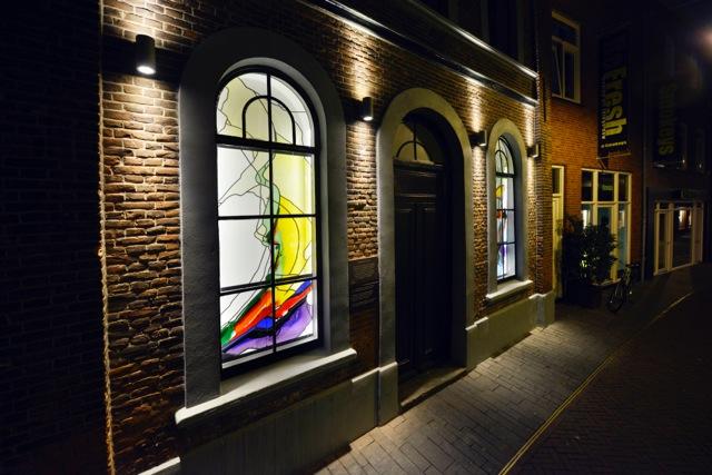 Het kunstwerk is dag en nacht te bezichtigen aan de Stadsgravenstraat in Enschede.