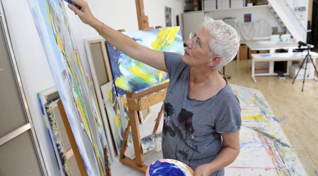 Annemiek Punt in één van haar ateliers | Atelier Galerie Annemiek Punt Ootmarsum Glas & Schilder Kunst