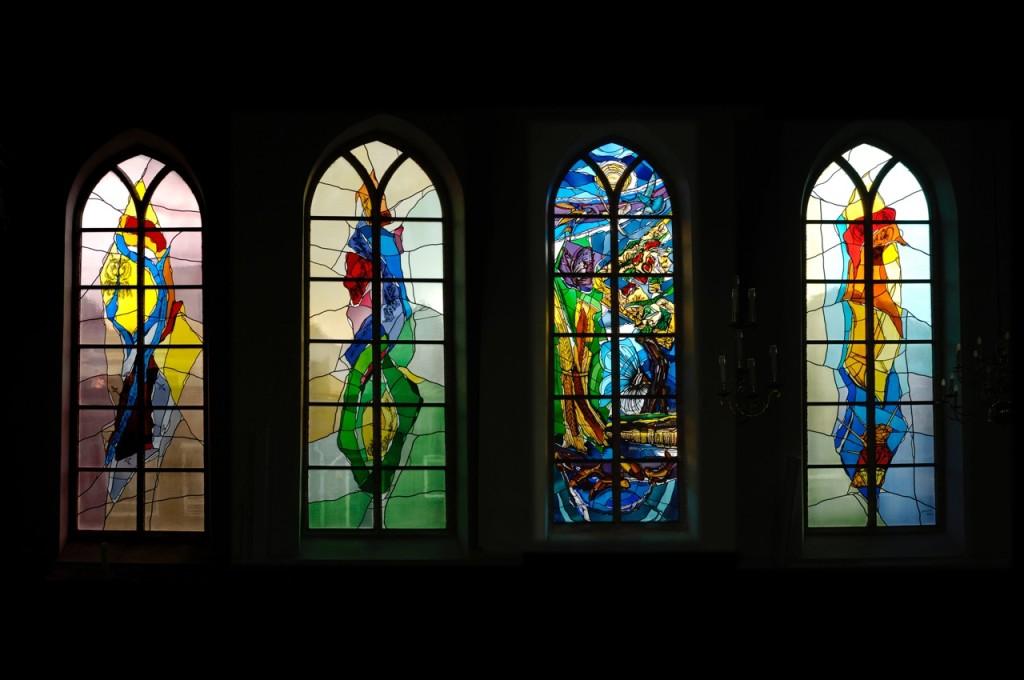 4 gebrandschilderde ramen uit 1996 en 2001