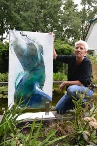 Annemiek Punt bij 1 van de vier kunstwerken voor Glasrijk Tubbergen.