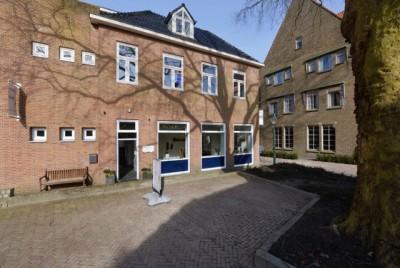 Atelier galerie Annemiek Punt, een bijzonder tentoonstellingsruimte van Annemiek Punt's glaskunst in Ootmarsum.