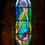 Gebrandschilderd glas-in-loodraam van Annemiek Punt, in de Sint Nicolaaskerk Denekamp | Atelier Galerie Annemiek Punt Ootmarsum, Glaskunst en Schilderkunst