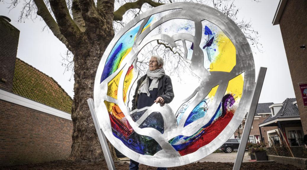 Het kunstwerk 'Verbondenheid' van Annemiek Punt | Atelier Galerie Annemiek Punt in Ootmarsum, Glaskunst en Schilderkunst